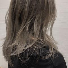 シルバーグレージュ ガーリー グレージュ セミロング ヘアスタイルや髪型の写真・画像