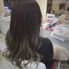 外国人風 ダブルカラー グラデーションカラー グレーアッシュ ヘアスタイルや髪型の写真・画像