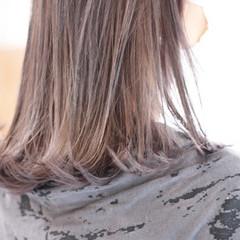 ミディアム ストリート 切りっぱなしボブ ミントアッシュ ヘアスタイルや髪型の写真・画像