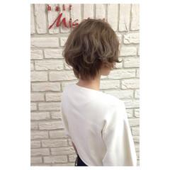 外国人風 ショート グレージュ ナチュラル ヘアスタイルや髪型の写真・画像