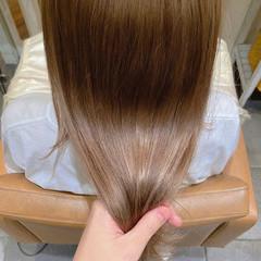 ベージュ ヘアカラー ブリーチ ナチュラル ヘアスタイルや髪型の写真・画像