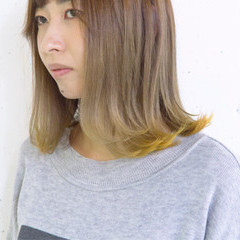 グレージュ ストリート 個性的 外ハネ ヘアスタイルや髪型の写真・画像