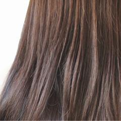 ロング ナチュラル アッシュベージュ ベージュ ヘアスタイルや髪型の写真・画像