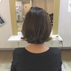 グレージュ ハイライト ボブ 斜め前髪 ヘアスタイルや髪型の写真・画像