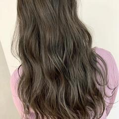 オリーブアッシュ 透明感 ウェーブ ナチュラル ヘアスタイルや髪型の写真・画像