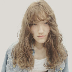 ウェーブ ラフ セミロング 外国人風 ヘアスタイルや髪型の写真・画像
