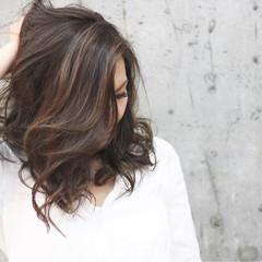 セミロング オフィス ハイライト ラフ ヘアスタイルや髪型の写真・画像
