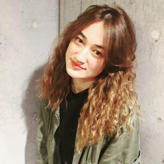 パーマ ハイライト 外国人風 アッシュ ヘアスタイルや髪型の写真・画像