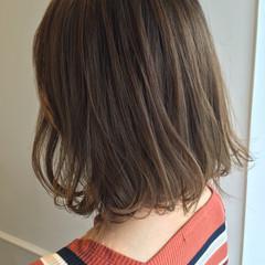 ボブ ミディアム オリーブアッシュ 外ハネ ヘアスタイルや髪型の写真・画像