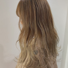 ベージュ ガーリー ロング アッシュベージュ ヘアスタイルや髪型の写真・画像