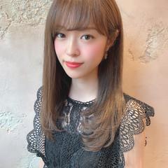ミルクティーグレージュ セミロング シースルーバング 前髪 ヘアスタイルや髪型の写真・画像