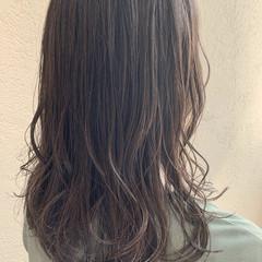 ミディアム ミディアムレイヤー グレージュ オリーブグレージュ ヘアスタイルや髪型の写真・画像