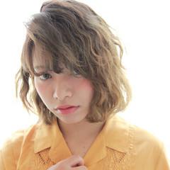 セミロング ピュア 前髪あり パーマ ヘアスタイルや髪型の写真・画像