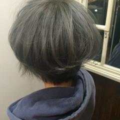 ダブルカラー アッシュ ボブ グレージュ ヘアスタイルや髪型の写真・画像