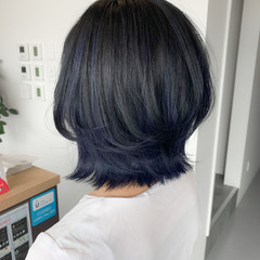 レイヤーカット ミディアム ブルーブラック ネイビーブルー ヘアスタイルや髪型の写真・画像