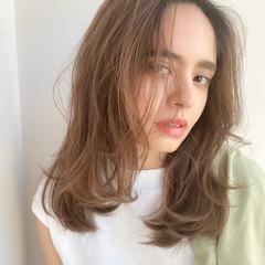 かきあげバング ナチュラル スウィングレイヤー レイヤーカット ヘアスタイルや髪型の写真・画像