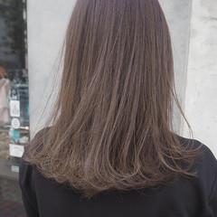 ラベンダーグレージュ 大人ハイライト ミディアム イルミナカラー ヘアスタイルや髪型の写真・画像