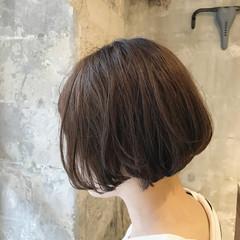 ウェーブ リラックス ナチュラル オフィス ヘアスタイルや髪型の写真・画像