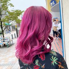 派手髪 フェミニン セミロング ダブルカラー ヘアスタイルや髪型の写真・画像