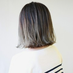 外ハネ グラデーションカラー ナチュラル ハイライト ヘアスタイルや髪型の写真・画像