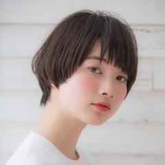フリンジバング マッシュ 前髪あり ナチュラル ヘアスタイルや髪型の写真・画像