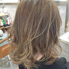 外国人風 ミディアム ニュアンス グラデーションカラー ヘアスタイルや髪型の写真・画像