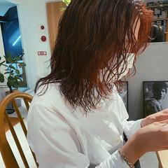 ウルフカット ミディアム ナチュラル アプリコットオレンジ ヘアスタイルや髪型の写真・画像