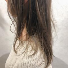 アンニュイほつれヘア ミルクティーベージュ レイヤーロングヘア ベージュ ヘアスタイルや髪型の写真・画像