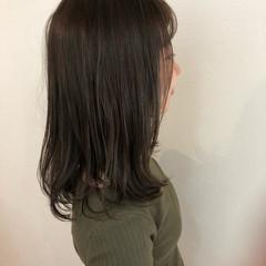 アッシュベージュ ナチュラル ミディアム 暗髪 ヘアスタイルや髪型の写真・画像