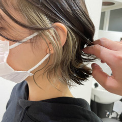 ショート 切りっぱなしボブ イヤリングカラーベージュ ショートヘア ヘアスタイルや髪型の写真・画像