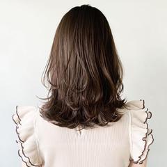 フェミニン アンニュイほつれヘア ウルフカット ミディアムレイヤー ヘアスタイルや髪型の写真・画像