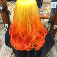 グラデーションカラー ブリーチ イエロー オレンジ ヘアスタイルや髪型の写真・画像
