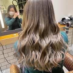 ブリーチ ミルクティーベージュ コントラストハイライト バレイヤージュ ヘアスタイルや髪型の写真・画像
