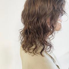 無造作パーマ ウルフカット ゆるふわパーマ パーマ ヘアスタイルや髪型の写真・画像