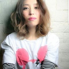 ミディアム パーマ ゆるふわ グラデーションカラー ヘアスタイルや髪型の写真・画像
