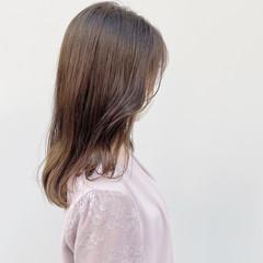 透明感カラー シアーベージュ セミロング ヌーディーベージュ ヘアスタイルや髪型の写真・画像
