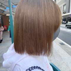 アッシュベージュ ミディアム ナチュラル ブリーチカラー ヘアスタイルや髪型の写真・画像