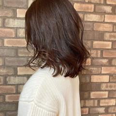 艶髪 ミディアム ナチュラル イルミナカラー ヘアスタイルや髪型の写真・画像
