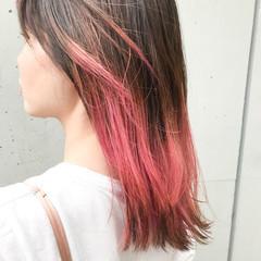 ミディアム ブリーチカラー ピンク ストリート ヘアスタイルや髪型の写真・画像