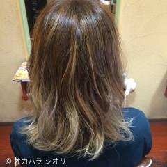 ストリート 外国人風 アッシュベージュ ダブルカラー ヘアスタイルや髪型の写真・画像