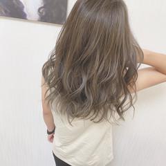 ナチュラル セミロング アッシュグレージュ グレー ヘアスタイルや髪型の写真・画像
