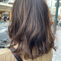 レイヤースタイル ハイライト ミディアム ブラウンベージュ ヘアスタイルや髪型の写真・画像