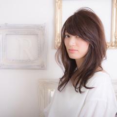 セミロング 暗髪 ミディアム フェミニン ヘアスタイルや髪型の写真・画像