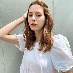 ベージュ ミディアム セルフヘアアレンジ 簡単ヘアアレンジ ヘアスタイルや髪型の写真・画像
