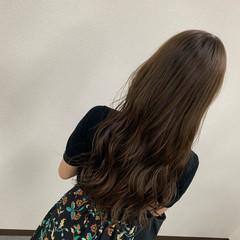 ナチュラル 大人ロング ロング アッシュベージュ ヘアスタイルや髪型の写真・画像