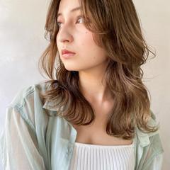 ベージュ アンニュイほつれヘア セミロング デート ヘアスタイルや髪型の写真・画像