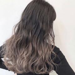 グラデーションカラー バレイヤージュ ラベンダーグレージュ アッシュグレー ヘアスタイルや髪型の写真・画像