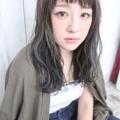 ガーリー くせ毛風 ハイライト 外国人風 ヘアスタイルや髪型の写真・画像