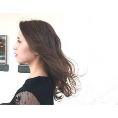 セミロング ウェーブ 透明感 ベージュ ヘアスタイルや髪型の写真・画像