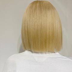 ボブ ブロンドカラー ストリート ホワイトカラー ヘアスタイルや髪型の写真・画像
